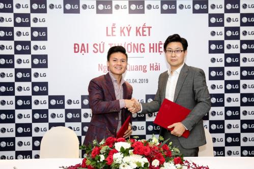 Quang Hải lý hợp tác với hãng LG.